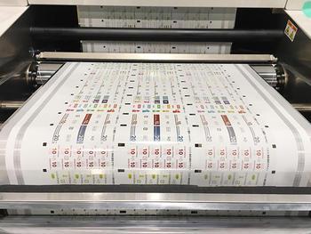 完全クリーンルームに設置されているJet Press 540WV
