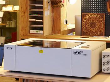 コムネット、サブスク採用のレーザー加工機「MAKES」発売