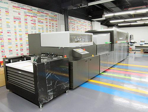 ホワイトカンバスMON-NAKAに設置されたScodix Ultra pro+Foil