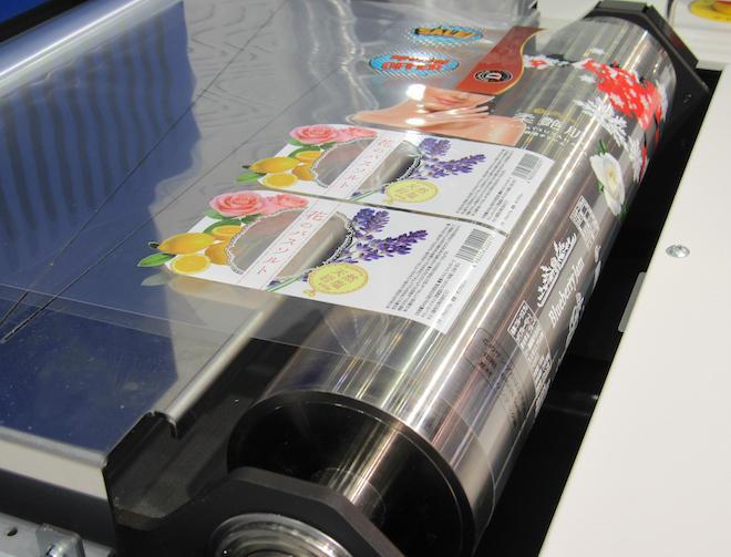 UV仕様なのでフィルムなど多彩なメディアへの印刷が可能