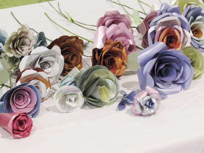 想いを込めてつくられたバラの造花は170本.