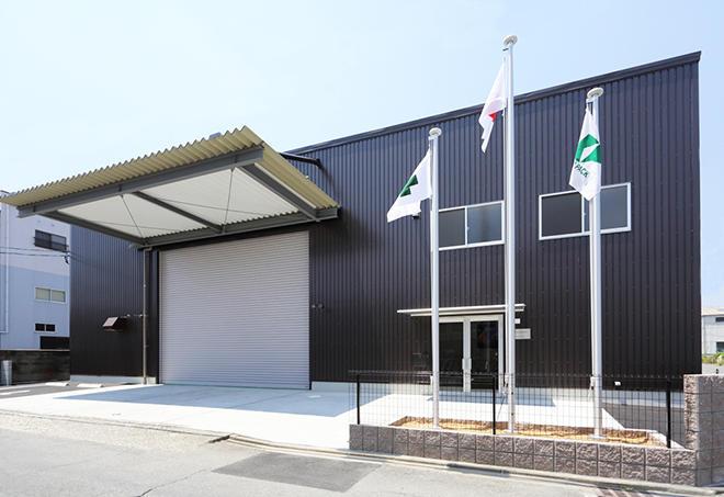 6月から稼働したサイン・ディスプレイ専用工場