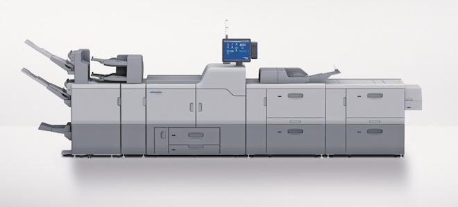 新たな中綴じ製本フィニッシャーは、バーサファイアEVでは52~350 g/平米の用紙に対応し、折りの品質が向上