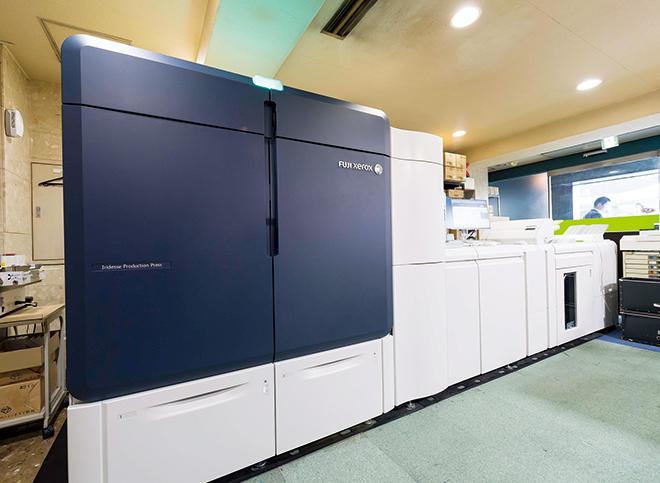 1階受付正面に設置された「富士ゼロックス Iridesse Production Press」