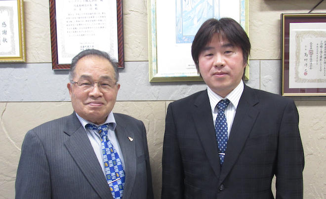 稲垣社長(左)と稲垣常務